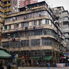 PHOTOGRAPHY - Michael Wolf's Hong Kong Cornerhouses - Hong Wrong Hong Kong Architecture, Paul Theroux, Michael Wolf, Corner House, Modern City, End Of The World, Old City, Bubble, Scenery