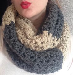 Bufanda cuello a crochet,  de 2 vueltas de lana para chica. color beige y gris oscuro. ideal para regalito de myladiescrochet en Etsy