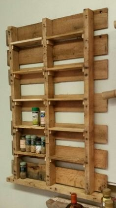 Shelves Pallet Spice Rack from Upcycled Pallet Kitchen Pallet Projects Pallet Shelves - I've looked at many commercially available and DIY spice rack plans, and they all seem to be made for the … Spice Rack Plans, Pallet Spice Rack, Diy Spice Rack, Spice Storage, Spice Rack With Pallets, Storage Rack, Old Pallets, Recycled Pallets, Wooden Pallets