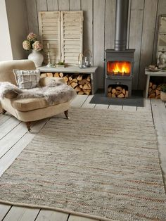 Cotton & Leather Rug in a scandinavian interior. Interior And Exterior, Interior Design, Log Cabin Homes, Cabins, Cabin Interiors, Scandinavian Interior, Nordic Interior, Scandinavian Style, Home And Deco