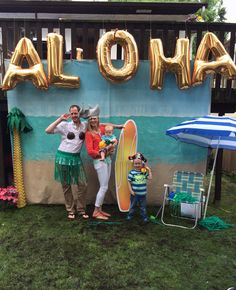 ALOHA INDEED; dig this beachy cool DIY Photo Booth Background Idea - awesome for Summer parties! Just add starry string lights at night time and *voila*.