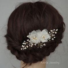 Gold wedding headpieces, silk flower hair combs, bridal hair combs crystal wedding hair accessories flower hair clips in off white and ivory Wedding Hair Pins, Headpiece Wedding, Flower Hair Accessories, Wedding Hair Accessories, Bridal Hair Flowers, Silk Flowers, Gold Wedding Crowns, Vides, Flower Hair Clips