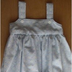 La robe à bretelles d'Adèle