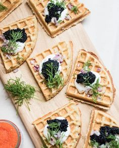 Yeeey! Swedish Skagen-våfflor!! Gluten free crispy waffles with vegan caviar, créme fraîche, red…