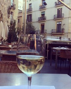 Sun is up wine stories good vibe... #barrigotic #cerelcle #barcelona