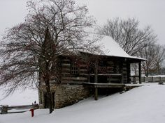 5 Celebrities Awesome Cabin In The Woods - Modern Survival Living Winter Cabin, Cozy Cabin, Little Cabin, Little Houses, Lofts, Cabins And Cottages, Log Cabins, Rustic Cabins, Natural Homes