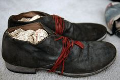 Working boots | Black flat shoes | Red laces
