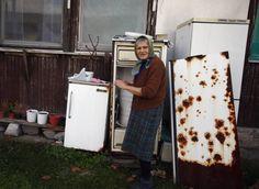 Blic Online | Običan dan u izbegličkom kampu u Krnjači na dan kada su oslobođeni Gotovina i Markač Saints, 21st