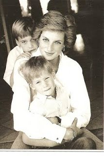 She's a beauty, she cares about people.that is Lady Diana. Lady Diana Frances Spencer was the first wife of Charles, Prince of Wales. Princess Diana Death, Princess Diana Photos, Princess Of Wales, Lady Diana Spencer, Princesa Diana, Herzogin Von Cambridge, Diana Williams, Prince William And Harry, Prince Charles