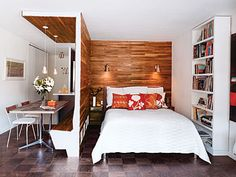 For a little space ! A walnut divider separates the bedroom from the dining room.