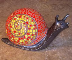 ideas for amazing mosaic snails arts Mosaic Garden Art, Mosaic Tile Art, Mosaic Crafts, Mosaic Projects, Mosaic Glass, Stone Mosaic, Stained Glass, Mosaic Designs, Mosaic Patterns
