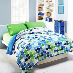 any overlapping colors with girl dot comforter?