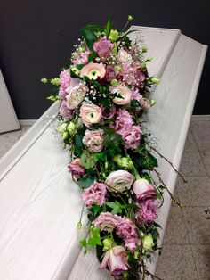 1 million+ Stunning Free Images to Use Anywhere Casket Flowers, Grave Flowers, Funeral Flowers, All Flowers, Arrangements Funéraires, Funeral Floral Arrangements, Beautiful Flower Arrangements, Cemetery Decorations, Casket Sprays