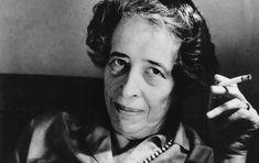 Hanna Arendt  fue una filósofa alemana, una de las más influyentes pensadoras del siglo XX. Trabajó  como periodista y profesora de universidad. Entre sus logros, destacan el ser la primera mujer a la que la Universidad de Princeton, en 1953, ofreció impartir los seminarios Christian Gausss y la primera mujer con rango de catedrática invitada por la misma Universidad en 1969. Arendt publicó obras importantes sobre filosofía política aunque rechazaba ser clasificada como filósofa