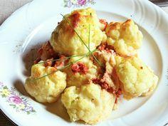 Finom sajtos, tojásos szószba bújtatott füstölt húsos karfiol. Egyszerű, könnyű, laktató egytálétel.