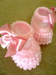 Cool Crochet Patterns & Ideas For Babies Knit Baby Booties, Knitted Baby Clothes, Crochet Baby Shoes, Newborn Crochet, Baby Knitting Patterns, Baby Cardigan Knitting Pattern, Booties Crochet, Crochet Slippers, Baby Knitting