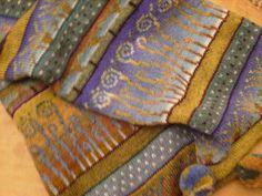 昨日に続き今日はマフラー  SIRKKA KONONENという女性のニット作家の物です。 この方のデザインは 自然の植物や、動物などで、例えばこの写真に写っているような蕨・花・木・ 帽子には狐が編みこまれていました。 図案にも特徴がありますが、色彩も素晴らしいと思います。綺麗なな...