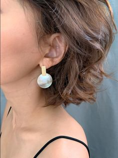 Dainty Post Gold Earring with Natural Oyster Shell / Boho earrings, Summer earrings, Beach earrings, Beach jewelry by arassijewelry on Etsy Dainty Earrings, Gold Plated Earrings, Bridal Earrings, Pearl Earrings, Oyster Shells, Gifts For Your Girlfriend, Beach Jewelry, Oysters, Natural