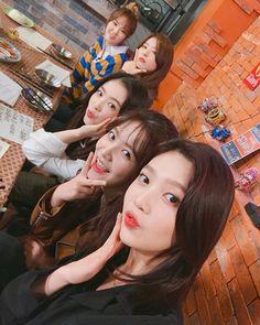 Check out Black Velvet @ Iomoio Seulgi, Red Velvet イェリ, Red Velvet Irene, Kpop Girl Groups, Korean Girl Groups, Kpop Girls, Park Sooyoung, Asian Music Awards, Divas