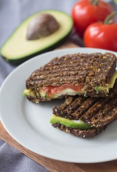 Rugbrødspanini - Panini med rugbrød, avokado og mozzarella For more aweso. Healthy Drinks, Healthy Snacks, Healthy Eating, Nutritious Snacks, Healthy Pizza, Easy Healthy Breakfast, Mexican Food Recipes, Vegetarian Recipes, Healthy Recipes