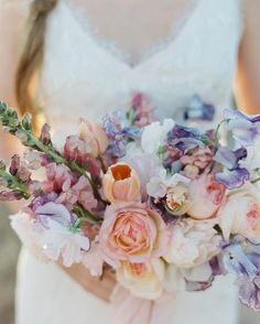 The dreamiest colors by @plentyofpetals @tolalune @thedresstheory @beautybymelina #valentinaglidden by valglidden