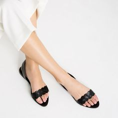 Image 2 of BRAIDED LEATHER FLAT SANDALS from Zara