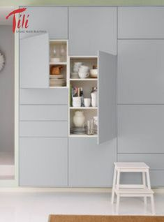 Very sleek IKEA kitchen cabinets with soft close doors requires no knobs. Close-up of same IKEA kitchen cupboards. Two cabinets are open showing contents. Ikea New Kitchen, Ikea Kitchen Cupboards, Ikea Metod Kitchen, Kitchen Interior, Kitchen Storage, Kitchen Ideas, Closed Kitchen, Ikea Storage, Kitchen Inspiration