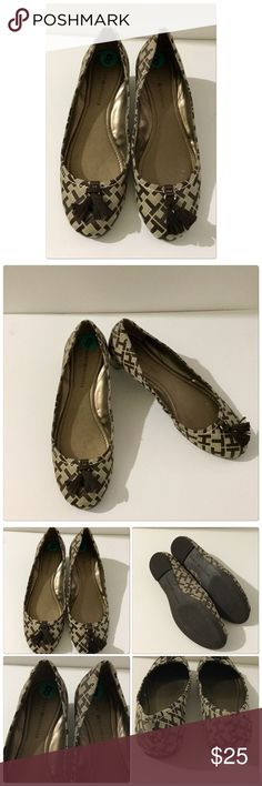 Tommy Hilfiger Flats Brown Flats by Tommy Hilfiger, great condition, no rips or tears, daughter no longer wears them. Size 8 material leather Tommy Hilfiger Shoes Flats & Loafers