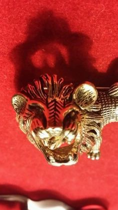 Vintage gold tone and rhinestone roaring lion brooch/pin