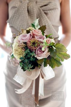Beautiful bouquet by Ariella Chezar. Photo by Christian Oth.
