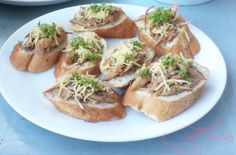 Test-Tasting Until We Get it Right: Tuna Crostini for Lazy Weekends Grubs, Tuna, Lazy, Cooking, Ethnic Recipes, Food, Kitchen, Essen, Meals