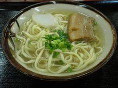 「笑輪咲」(わらわさ)の沖縄そば(三枚肉)小