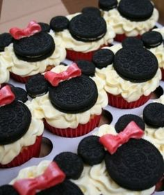 Minnie/Mickey Mouse Cupcakes.  So simple, yet adorable!