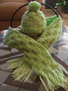 My mom used to make afghans using this pattern.  Love it!  Really like the green used for this hat and scarf.