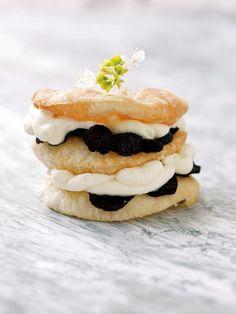 Dessert Presentation, Pastel Cakes, Brownie Desserts, Xmas Dinner, Cream Tea, Xmas Food, Food Decoration, Appetisers, Food Plating