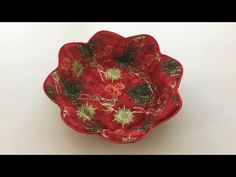 Coudre un petit panier à chocolat - Tuto Couture Madalena - YouTube Sewing Hacks, Sewing Tutorials, Sewing Crafts, Sewing Projects, Festive Crafts, Christmas Crafts, Crafty Gemini, Beginning Quilting, Making Fabric Flowers