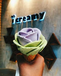 The ~artisan gelato~ shop has over 150 flavours on rotation. According to the store manager, Pichaporn Sapsitthiporn, the most popular flavours are Thai milk tea, durian, young coconut, and black sesame.   Stop What You're Doing And Look At These Gelato Flowers, Okay?