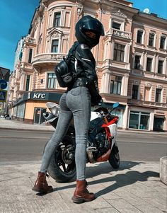 Ride 2, Biker Girl, Motorcycle Helmets, Hey Girl, Motorbikes, Classic Cars, Leather Pants, Winter Jackets, Punk