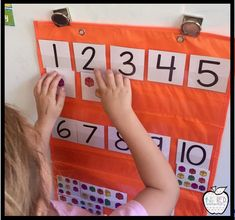 Easy pocket chart number identification and number sense center activity. Students would have to count the amount of items on each card and match it to the correct numeral. Numbers Preschool, Math Numbers, Teaching Math, Math Activities, Preschool Activities, Math Games, Kindergarten Centers, Kindergarten Classroom, Math Centers
