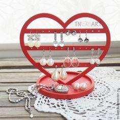 Купить или заказать Подставка для украшений 'Сердце' (красный цвет) в интернет-магазине на Ярмарке Мастеров. Подставка для бижутерии в виде сердца - очаровательный и функциональный аксессуар. Позволяет удобно разместить сережки, а также имеет 'блюдце' для всяких мелочей. Деревянная подставка окрашена в красный цвет, основание - красное в мелкий цветочек. Позволяет удобно хранить 16 пар небольших сережек! Чтобы купить работу прямо сейчас, нажмите кнопку 'В корзину', зат...