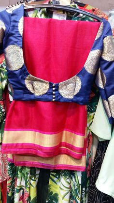 Nice blouse n saree combination Saree Blouse Neck Designs, Saree Blouse Patterns, Designer Blouse Patterns, Blouse Styles, Vogue, Swagg, Indian Outfits, Indian Fashion, Creations