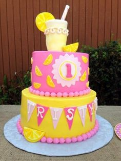 Lemonade Party: Tristyn's Lemonade Stand - Babyshower Pink Cake Ideen First Birthday Cakes, First Birthday Parties, Birthday Ideas, Summer Birthday, 2nd Birthday, Birthday Recipes, Pink Lemonade Cake, Sunshine Birthday Parties, Lemon Party