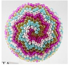 Previous Pinner said: KAA from Pencio and Bisaneta. For those of you trying to make this, I thought of this idea of adding a number of the round on top of each bead. Hope there are no mistakess! Beaded Earrings Patterns, Beaded Jewelry Designs, Seed Bead Jewelry, Jewelry Patterns, Seed Beads, Seed Bead Crafts, Beaded Crafts, Bead Crochet Patterns, Tutorials