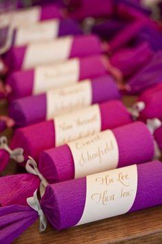 Beautiful and interesting wedding favors. like Christmas crackers! Wedding Favours, Wedding Themes, Party Favors, Wedding Gifts, Wedding Invitations, Wedding Ideas, Purple Wedding, Trendy Wedding, Unique Weddings