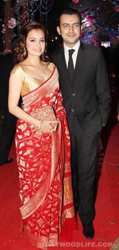 Dia Mirza looks good in a red and gold Banarasi Sari! Indian Attire, Indian Ethnic Wear, Saree Dress, Red Saree, Sari Blouse, Indian Dresses, Indian Outfits, Bollywood, Indian Wedding Wear