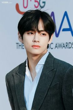 Crazy about V& black hair not only Army but also BTS members, especially the last one - Going crazy about V& black hair is not only Army but also BTS members, especially the last on - Kim Namjoon, Kim Taehyung, Jung Hoseok, Seokjin, Jimin, Bts Bangtan Boy, Jhope, Foto Bts, Bts Photo