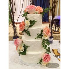 Rustic buttercream wedding cake with fresh florals || Cake by SK Confectionery  Visit us: skconfectionery.ca