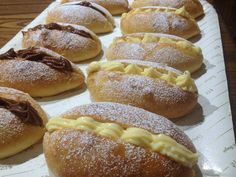 Ecco come prepararli in casa. Cheesecake Desserts, Mini Desserts, Delicious Desserts, Dessert Recipes, Italian Cake, Italian Cookies, Donut Recipes, Sweet Cakes, Hot Dog Buns