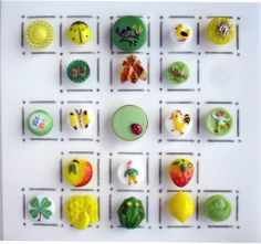 VINTAGE REALISTIC GLASS BUTTONS