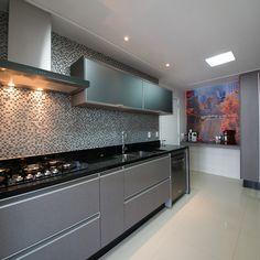 Kitchen Cupboard Designs, Kitchen Design Open, Contemporary Kitchen Design, Kitchen Layout Interior, Home Decor Kitchen, Aluminum Kitchen Cabinets, Kitchen Modular, Cuisines Design, Design Moderne